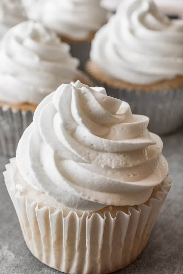 sweetened whipped cream wedding cake frosting white cupcake recipe a table of 20695