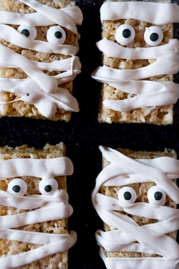 Mukmmy Rice Crispy Treats lined up