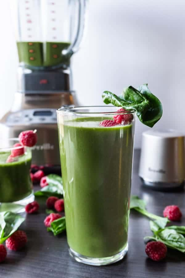 This easy and delicious spinach smoothie is a great way to start the day! Full of vitamins and simple ingredients makes this a great go-to green smoothie! #greensmoothie #weightloss #energy #healthy #detox #cleanse #delicious #forweightloss #forkids #breakfast #spinach #atablefullofjoy